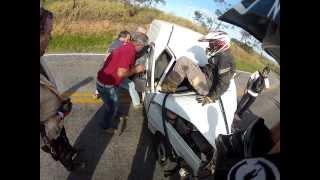 Gambar cover Acidente no meio da trilha ~ SHOCKING CAR CRASH