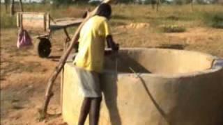 preview picture of video 'Ndangane-Sambou Vendeur d'eau (à boire) Sénégal'