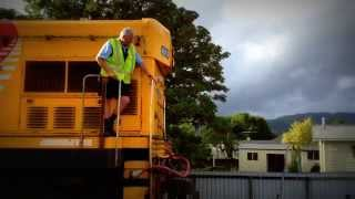 preview picture of video 'TRAINVID: DC 4012, removed from Wairarapa Connection, Jan, 2014'
