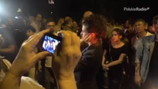 Tłum zakrzyczał dziennikarkę TVP INFO. Ta przerywa relację.