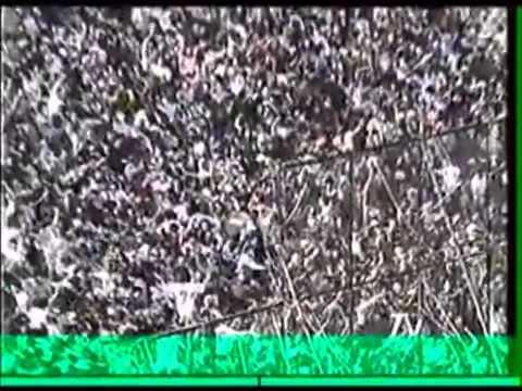 """""""Las avalanchas de la Garra Blanca Vieja Escuela, la hinchada de Colo Colo"""" Barra: Garra Blanca • Club: Colo-Colo • País: Chile"""