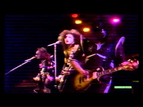 KISS - Parasite (live, 1976) online metal music video by KISS