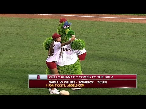 , title : 'Phillie Phanatic has some fun in Los Angeles'