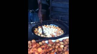 preview picture of video 'Lagos Street Food: Akara ati Puff Puff'