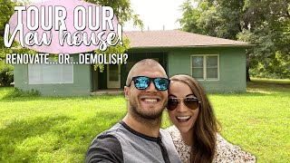 """RENOVATE OR DEMOLISH? Get the full tour of """"Clown House"""" here!"""