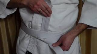 Как завязать пояс кимоно плоским узлом.