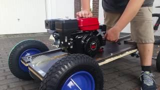 Eberth motor 6,5 ps mit 199 ccm auf einer Seifenkiste