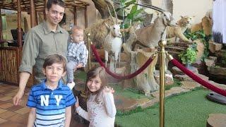 زيارتنا لمحل بيع الحيوانات - واحد دخل بفهد!