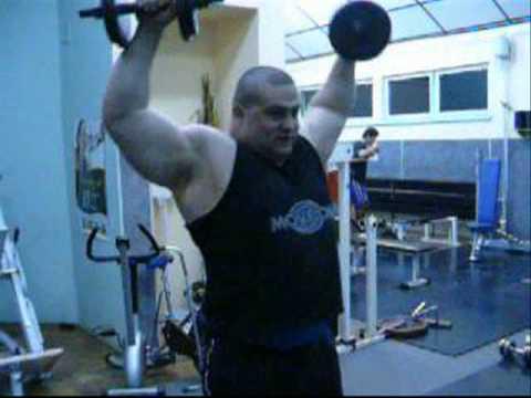 Skuteczne ćwiczenia mięśnie naramienne