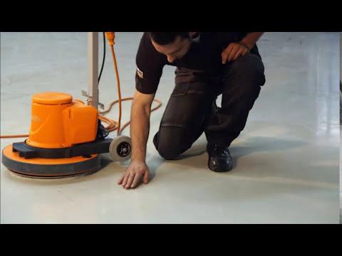 Wie funktioniert eine Bohner- und Schrubbmaschine?