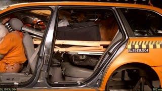 Wer den Koffer im Auto nicht sichert, kann hart bestraft werden