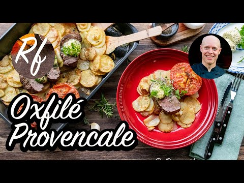 Oxfilé med vitlökssmör på en bädd av potatis är en svensk klassiker smaksatt med kryddor som vitlök och örter med inspiration från Provence i södra Frankrike.>