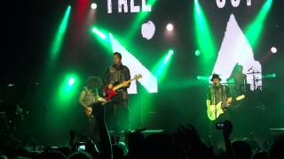 "Fall Out Boy - ""Tell That Mick He Just Made My List of Things to Do Today"" (Live in L.A. 6-13-13)"