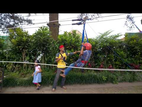 Video bermain flying fox di taman wisata kaliurang