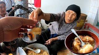 Cụ bà 90 tuổi bán bánh đúc vang danh khắp vùng cao lan sang tận Mỹ