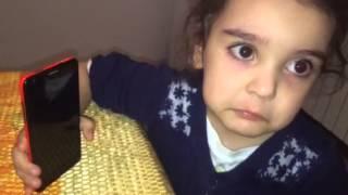 Папа хочет уехать а дочка не дает
