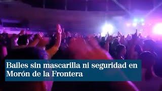 Bailes sin mascarilla ni  seguridad como si fuese  un concierto precovid en Morón de la Frontera