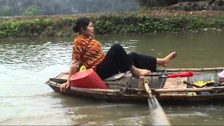 preview picture of video 'Vietnam: feet rowing at Tam Coc, Ninh Binh (sd-video).mp4'