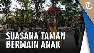 Suasana Taman Bermain Anak di Taman Lapangan Banteng, Sejak Sore Hingga Malam Ramai Pengunjung