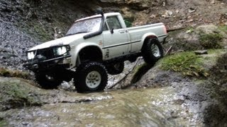 preview picture of video 'RC Truck Trial - RC Adventure Hilux Canyon'
