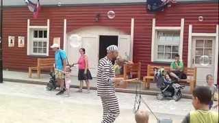 preview picture of video 'Miasteczko Twinpigs Żory: Więzień i bańki mydlane'