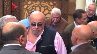 ابن أحمد رفعت ينهار من البكاء في جنازة والده