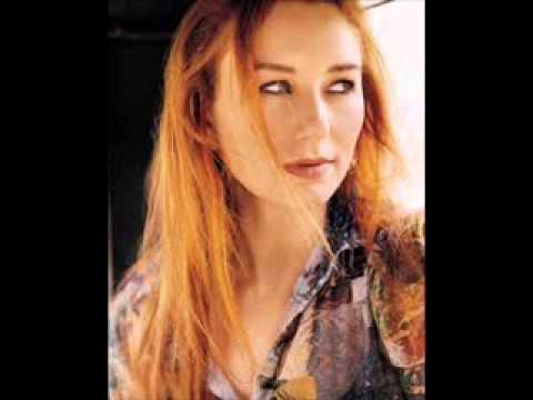 Tori Amos  Sleeps With Butterflies Acoustic)