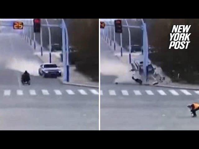 اصطدام عنيف لسيارة يقودها مخمور بإشارة ضوئية في الصين
