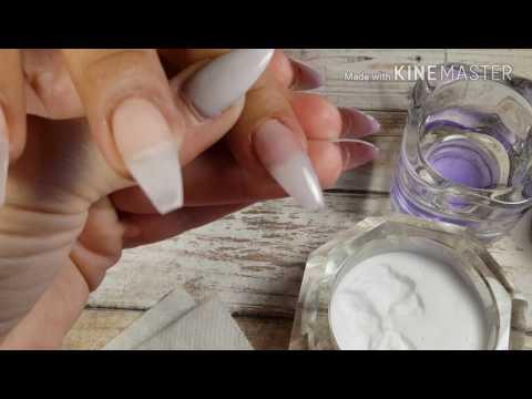 El hongo sobre las uñas de las manos a 2 niños veraniegos