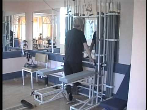 Блочный тренажер  Тренировка мышц сгибателей коленного сустава  Больной с постинсультным гемипарезом