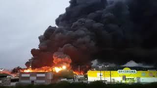 Во Франции загорелся химический завод Lubrizol. Видео