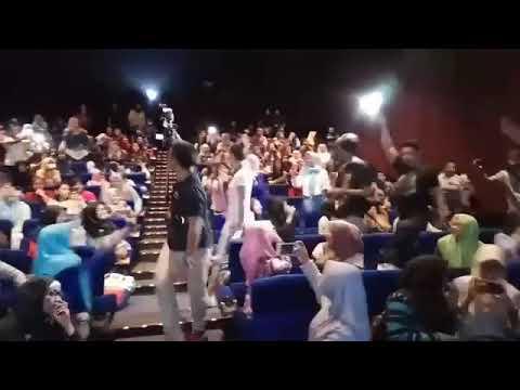 Bioskop royal plaza surabaya ramee   penuuhh   heboohh gara2 caitlin datang