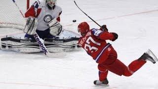 Смотреть онлайн Хоккеист забил гол снарядом для керлинга