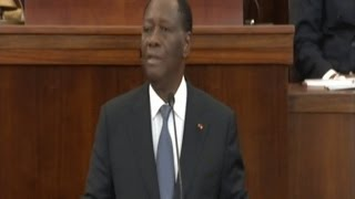 Video intégrale: Alassane Ouattara dévoile la nouvelle constitution au parlement