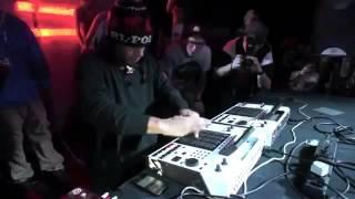 Màn biểu diễn DJ quá đỉnh