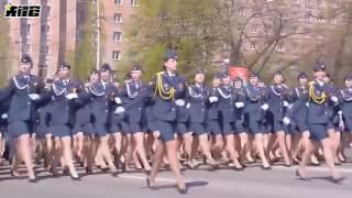 俄军女兵走来,满屏幕都是性感的大长腿