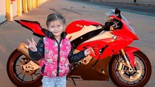 Biker baby. Кid ride motorcycle. Ребенок водит настоящий мотоцикл. Дети на мотоциклах. Girl drives