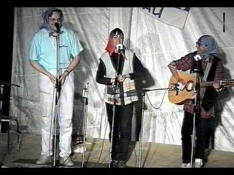 Трио «Мультики» −Пеппи играет видео