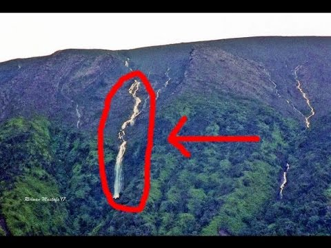 HEBOH !!!...tiba2 muncul air terjun deras dari puncak gunung Marapi, Sumbar..