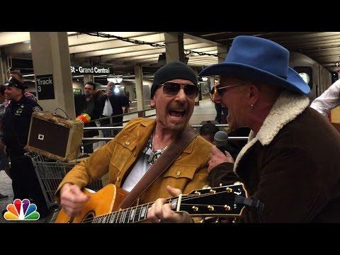 Blond Bono lurte alle