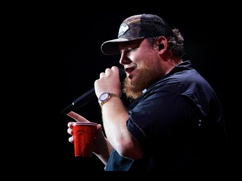 Luke Combs - 'Beer Never Broke My Heart' in 360° from Tacoma with MelodyVR