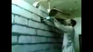 preview picture of video 'Dumbest Construction Worker أغبي عامل ممكن تشوفه'
