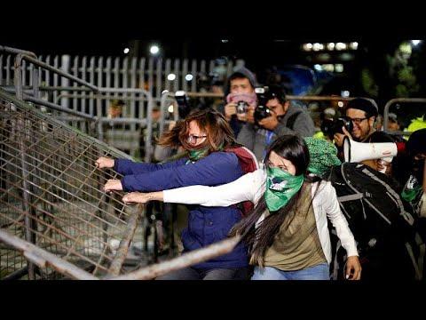 العرب اليوم - شاهد: مظاهرات غاضبة في الإكوادور بعد رفض مشروع قانون الإجهاض