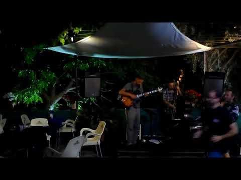 Favela - Tom Jobim  a Trio