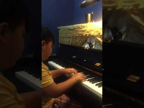 Matthew. One of my favorite piano students. He loves playing this F major sonatina. Good job!