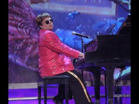 """Elton John cover, tango, DJs e sertanejo enfeitam o final de semana - <font color=""""red"""">assista</font>"""