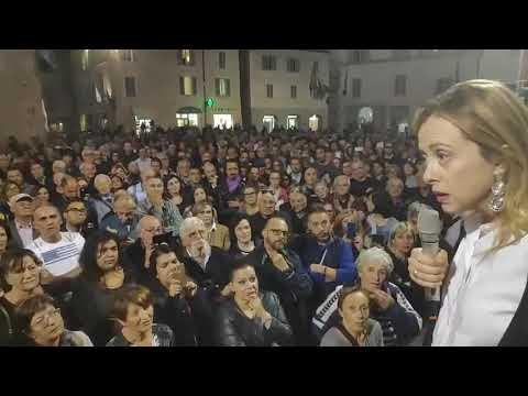 Giorgia Meloni a Foligno, ad accoglierla un fiume di gente! Imperdibile!