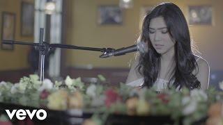 Lirik Lagu dan Chord Kunci Gitar Isyana Sarasvati - Tetap Dalam Jiwa