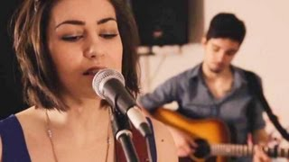 Gambar cover Taylor Swift - 22 (Hannah Trigwell acoustic cover)