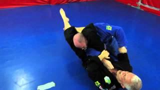 Antecipe o passador e finalize no triângulo no Jiu-Jitsu, como ensina Saporito